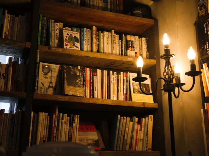 香りで五感を刺激する。個人書店の店主が教える、読書の楽しみ方