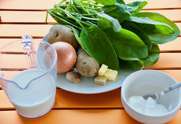 心も体もあたたまる「ほうれん草のスープ」のレシピを紹介。冬にピッタリで体の健康維持にも最適。ほうれん草には皮膚の健康維持、喉や肺などの呼吸器系を守ってくれる力もあるといわれている。ほうれん草スープを飲み、健康な体でこの冬を過ごそう。