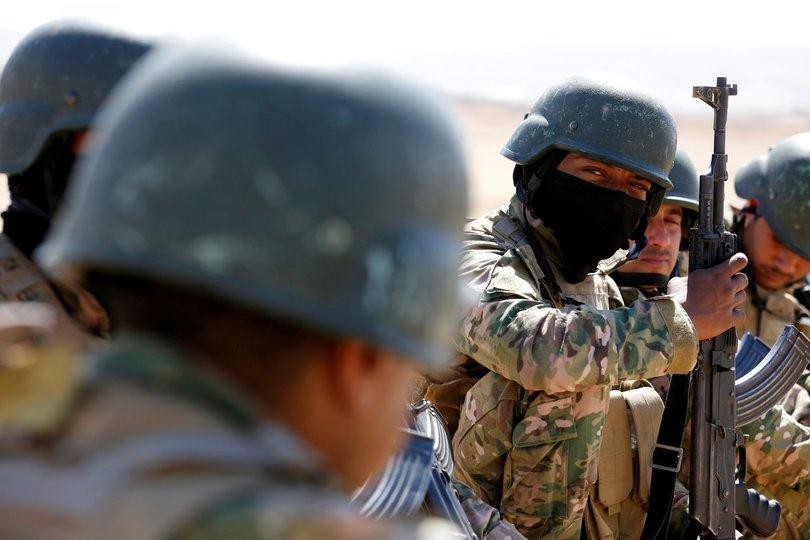 モスク奪還作戦前の戦闘員。