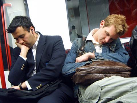 睡眠時間と認知能力のわりと重要な関係 —— 何時間寝れば最高のパフォーマンスを出せるのか?