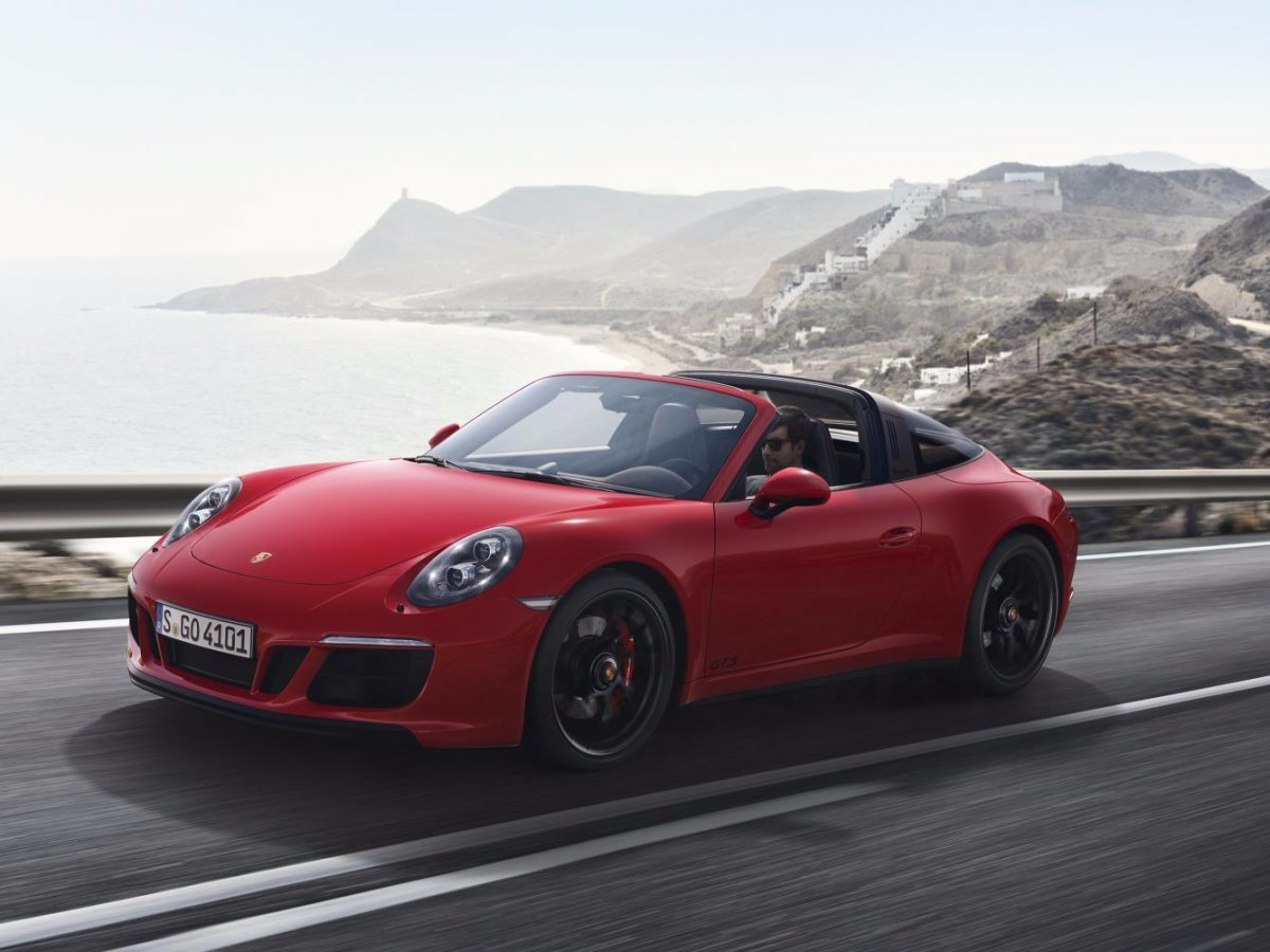 the-targa-4-gts-is-a-carrera-4-gts-with-the-targa-roof