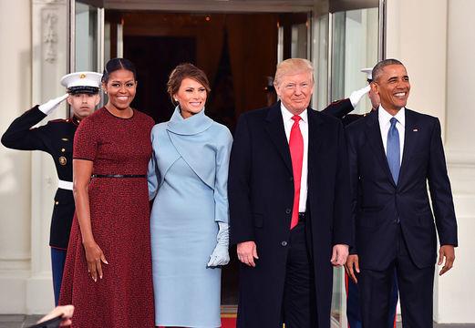 オバマ夫妻がトランプ夫妻をホワイトハウスに迎え入れる映像