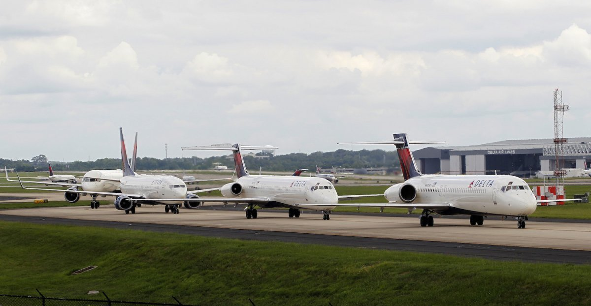 with-more-than-800-mainline-aircraft-in-its-fleet-delta-air-lines-is-the-second-largest-carrier-in-the-world-the-atlanta-based-airline-has-not-had-a-fatal-accident-in-more-than-two-decades