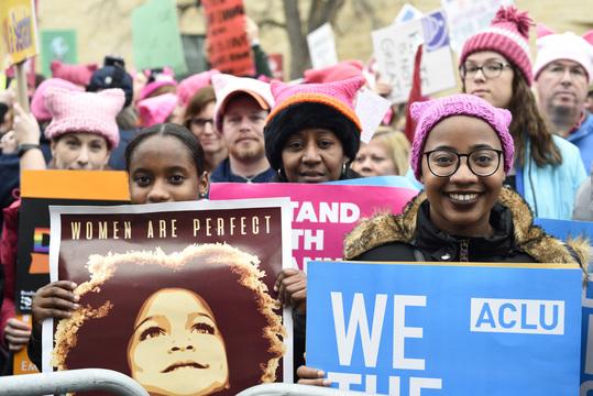 女性たちが集結、ワシントンD.C.で史上最大の政治デモ