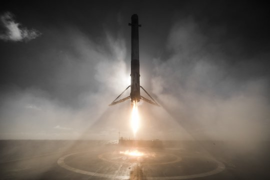 falcon-9-rocket-booster-landing-drone-ship-spacex-flickr-3157978441383aeac560ao