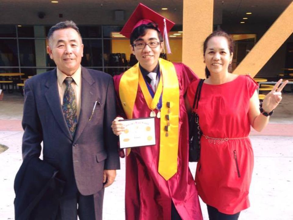 タナカ氏と両親