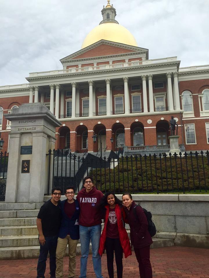 ハーバード大学には移民証明書を持たない学生向けの奨学金制度がある