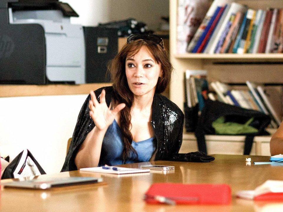 work-talk-woman-negotiate-conversation-5