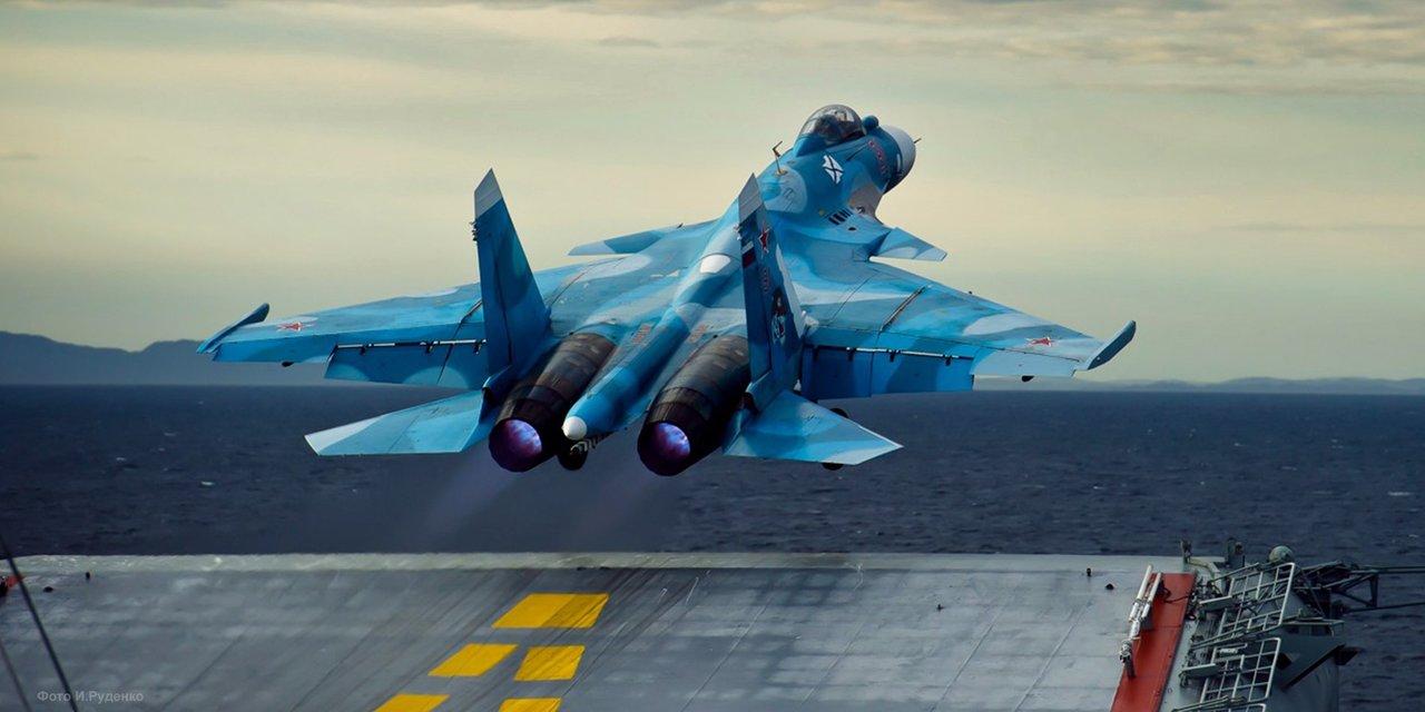 2012年、アドミラル・クズネツォフより発艦するスホーイ33