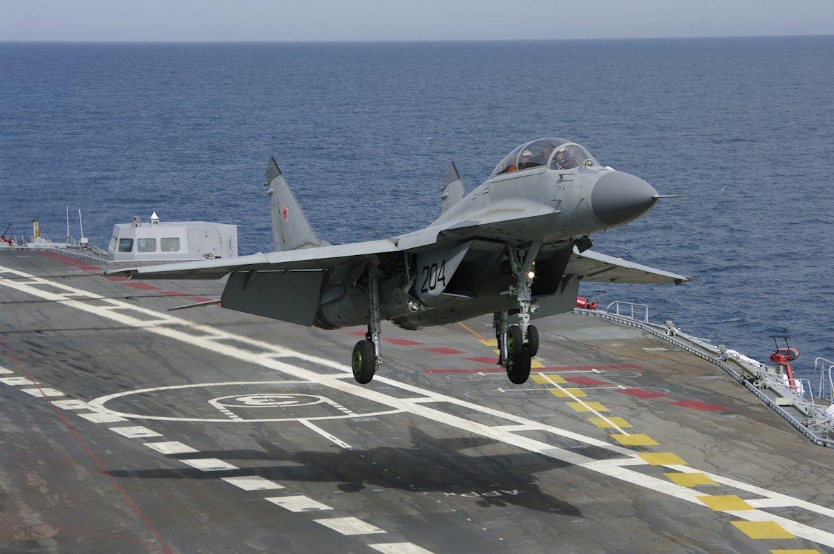 アドミラル・クズネツォフより離陸するミグ29KR