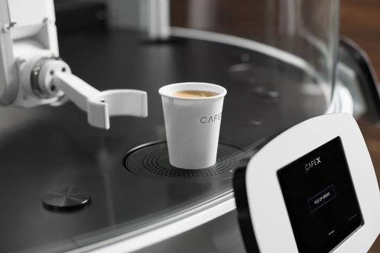 アメリカ初のロボットカフェ —— 上質でクリーミーなコーヒーが1時間に100〜120杯!
