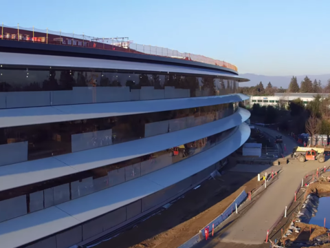 アップルの新本社、5700億円をかけて完成間近 —— 現在の様子をドローン写真で