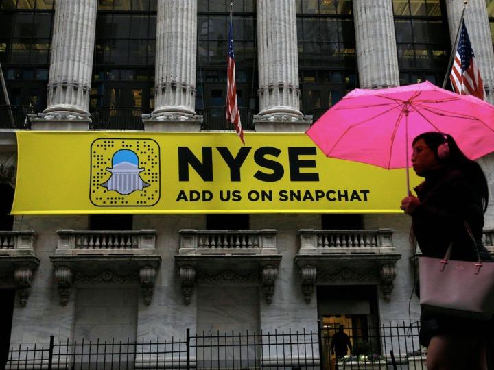 ニューヨーク証券取引所に掲げられたSnapchatの広告(2017年1月24日)