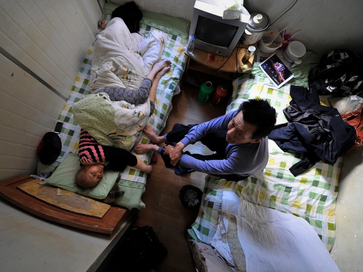 in-the-chinese-city-of-hefei-patients-who-cant-afford-a-bed-at-the-local-hospital-are-forced-to-receive-treatment-in-one-of-the-86-square-foot-rooms-in-a-nearby-apartment-building