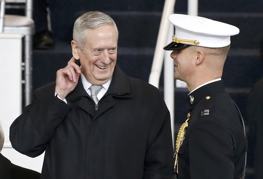 フリン補佐官辞任に「影響はない」とマティス国防長官