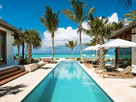 お城や別荘に泊まれる ―― Airbnbがリゾート地の高級物件も対象に