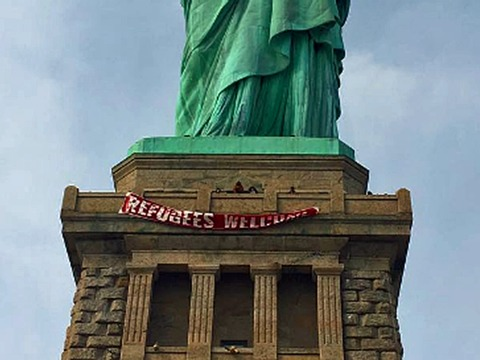 someone-draped-a-refugees-welcome-banner-on-the-statue-of-liberty