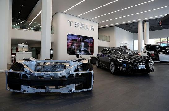 テスラの「Model 3」と「ソーラールーフ」は予定通り今年発売