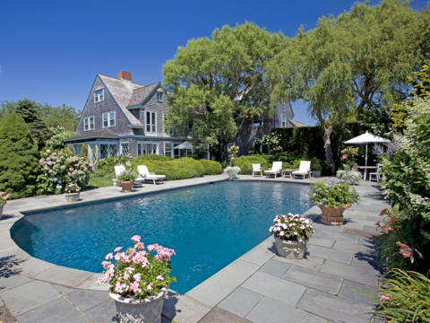 映画『グレイ・ガーデンズ』の舞台になったハンプトンの豪邸が23億円で売り出し中