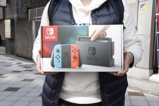 「Nintendo Switch(ニンテンドースイッチ)」発売:東京・渋谷の外国人客に見る海外市場の熱狂ぶり
