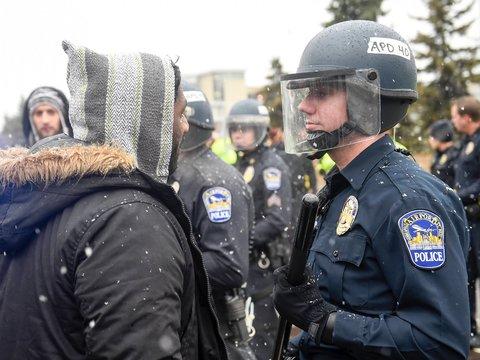警察官による民間人殺害、今年はすでに200人 —— アメリカ