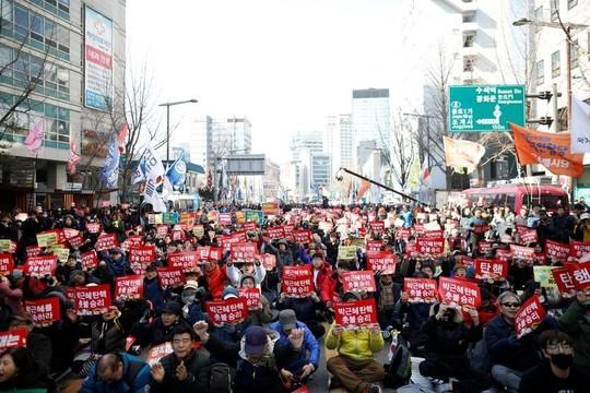 韓国の朴大統領が失職、60日以内に選挙へ