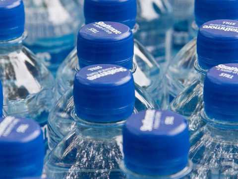 アメリカで飲料水の販売量が初めて炭酸飲料を上回る