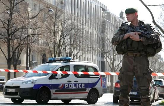 パリのIMF事務所で郵便爆発、ドイツでは大臣宛に小包爆弾