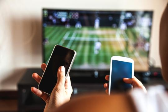 スマートフォンとテレビ