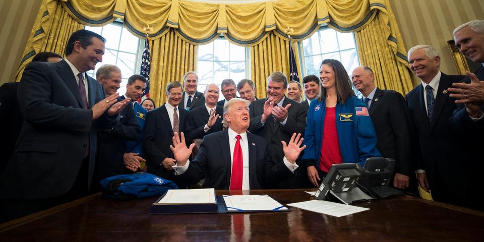 トランプ米大統領と閣僚たち