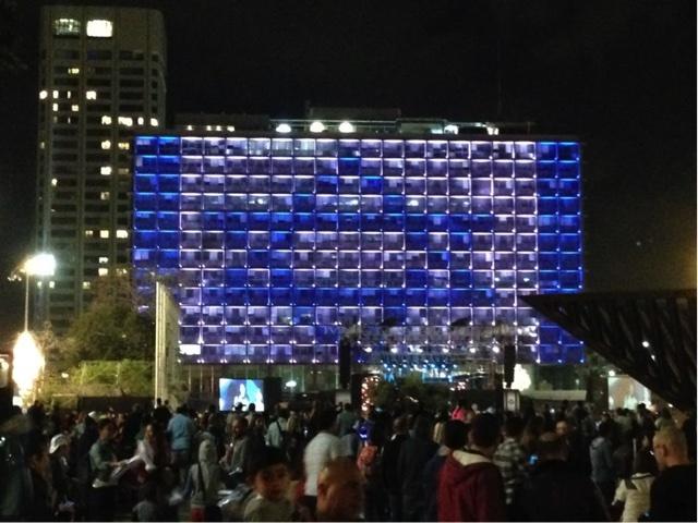5月14日の独立記念日を祝うイスラエル人。