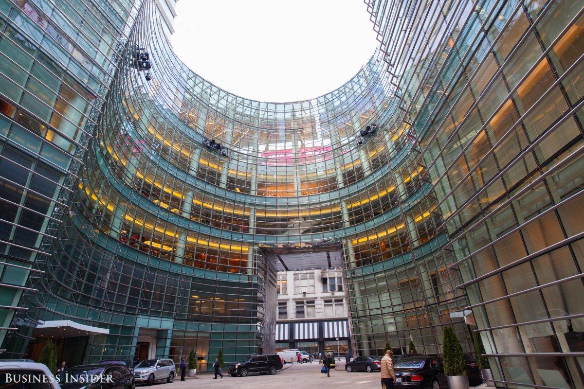 Bloomberg Towerの外観の写真