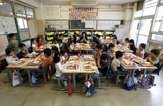「ただの昼食ではない!」外国人記者が驚く日本の給食制度