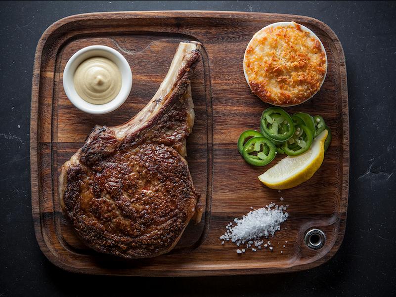「エンプロイーズ・オンリー」の極上肉メニュー、リブアイのタタキ