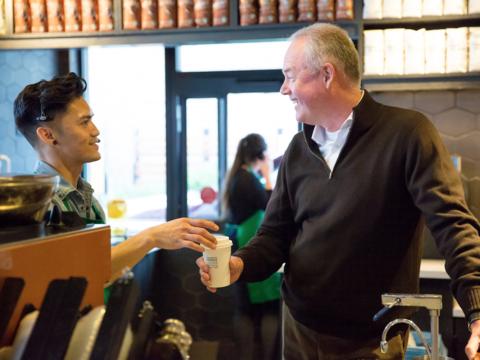スターバックスのケビン・ジョンソン新CEOが語る「前任者」と「将来の指針」
