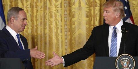 トランプ大統領の握手