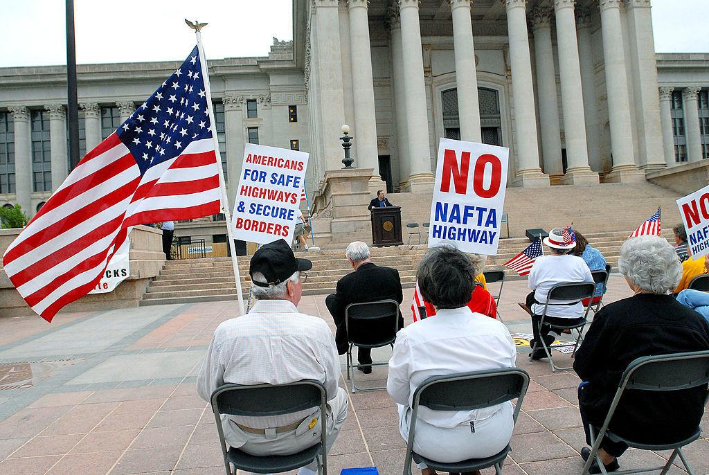 NAFTAに抗議する人々