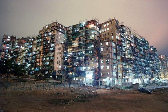 今はなき香港のスラム街「九龍城砦」に魅入られた写真家が切り取った世界