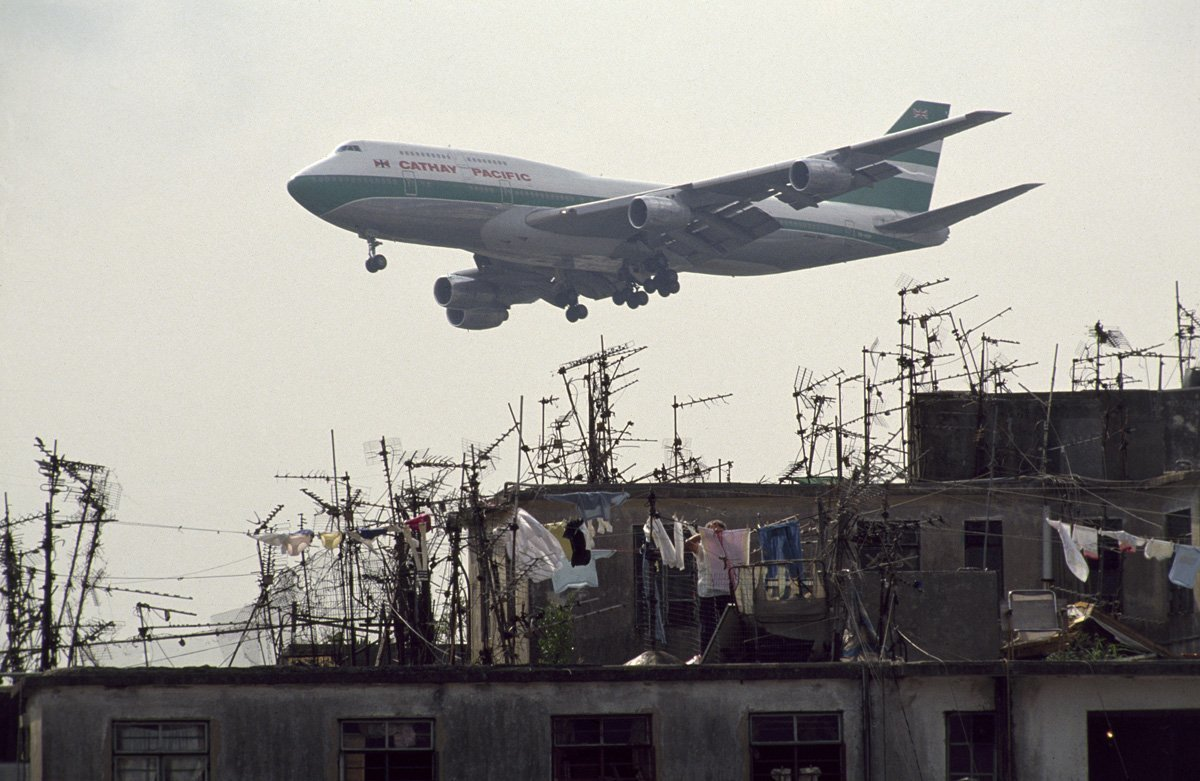 建物と飛行機