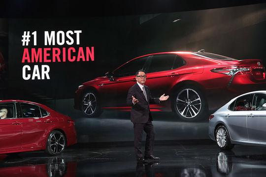 トヨタ自動車はデトロイトモーターショーでカムリを発表