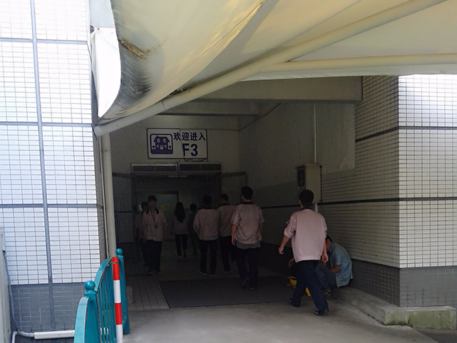 iPhone製造工場の入り口