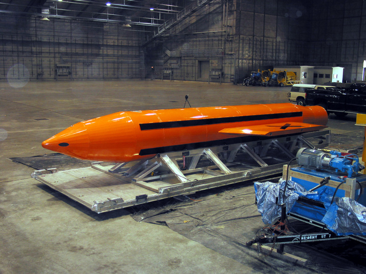 大規模爆風爆弾「GBU-43/B Massive Ordnance Air Blast(MOAB)」