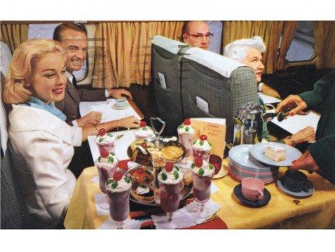 エコノミークラスとファーストクラス、機内食格差はなぜ起きた?