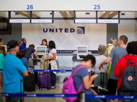 航空業界関係者「オーバーブッキングは乗客にもメリット大」