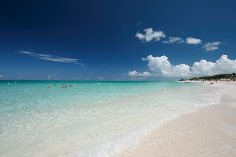 青い海と空と白い砂浜