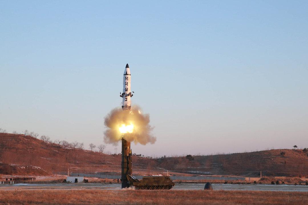 中距離弾道ミサイル「北極星2号」の発射実験。