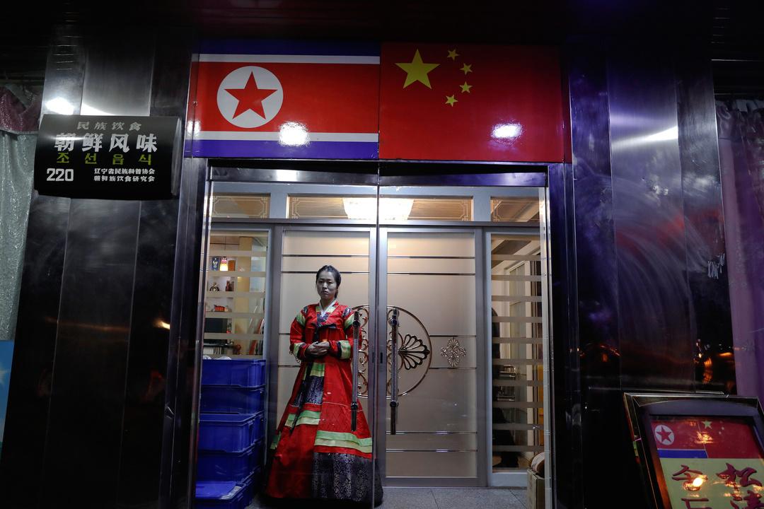 丹東、鴨緑江のほとりにある北朝鮮料理のレストラン。