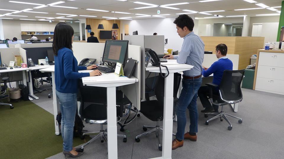 マニュライフ生命保険の本社(東京・新宿区)のオフィスの様子