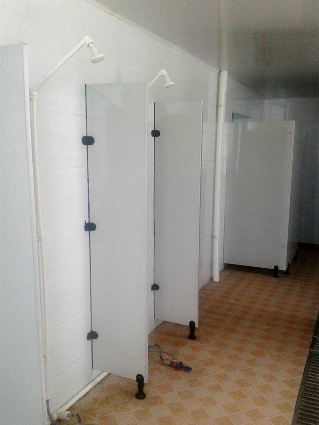 工場内のシャワールーム