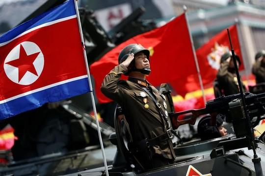 行進する北朝鮮兵士